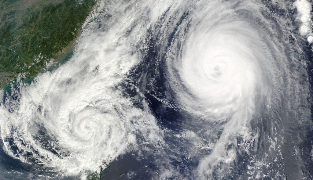 台風の気象写真