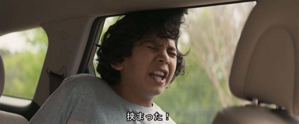 髪の毛を車の窓に挟まって叫ぶ長男