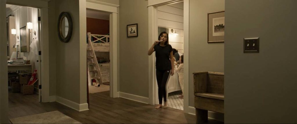 いつも通りという表情で歯を磨きながら自分の部屋に向かう長女