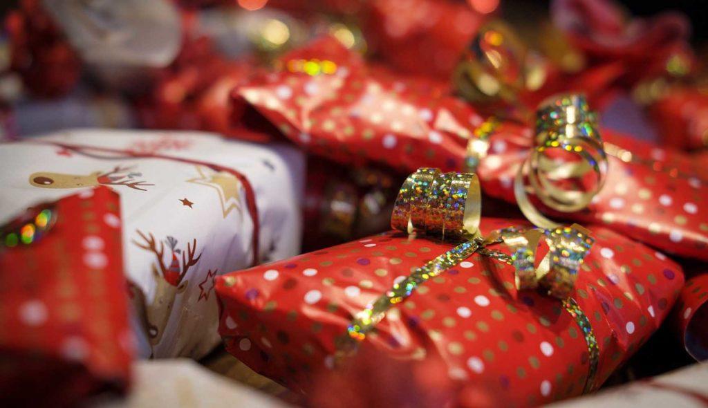 クリスマスプレゼントの山