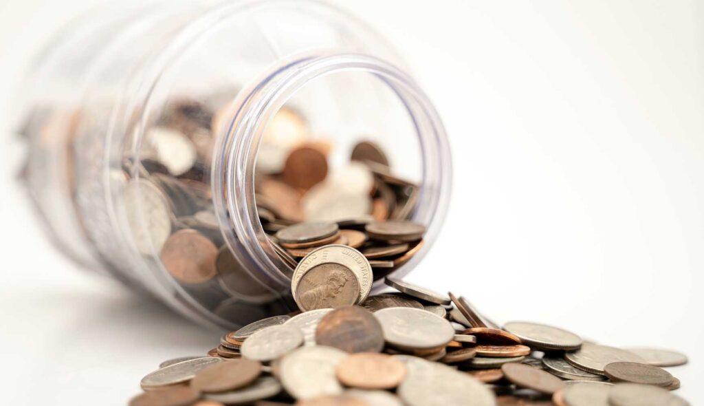 貯金箱からお金がダダ漏れ