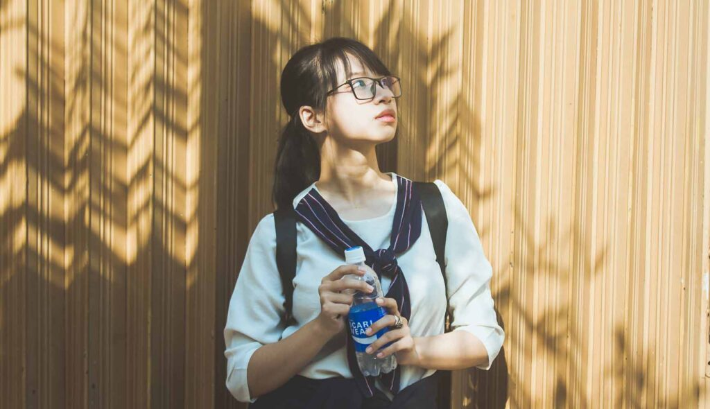 ポカリを持っている女子高生