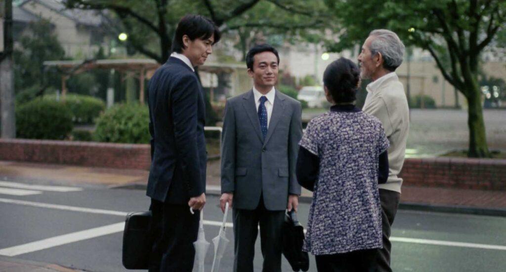 厳格な父親と継母の元へ兄と実家を訪れた《家族A》父親