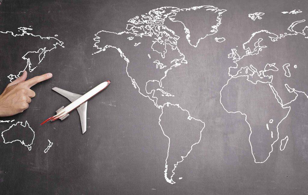 太平洋上空を飛び北米へ向かう飛行機